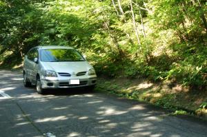 那須高原にて 日産ティーノ