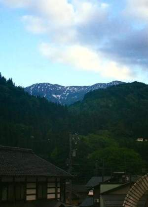 上梨地区から見た雪形